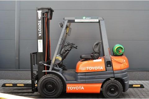 Wózek widłowy używany TOYOTA 6FG25