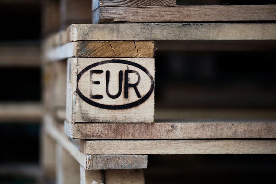 "europalety oznakowane ""EUR"""